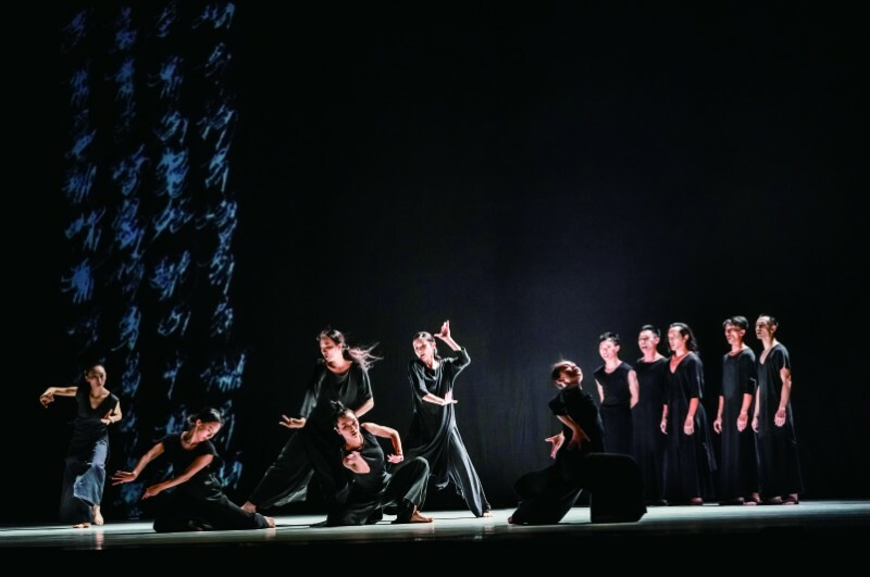 Cloud Gate Dance Theatre of Taiwan — 13 Tongues & Dust gallery image