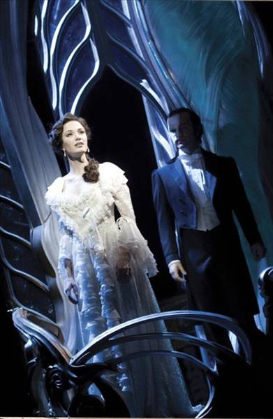 Sierra Boggess (Christine Daaé) and Ramin Karimloo (The Phantom). Photo credit: Catherine Ashmore.