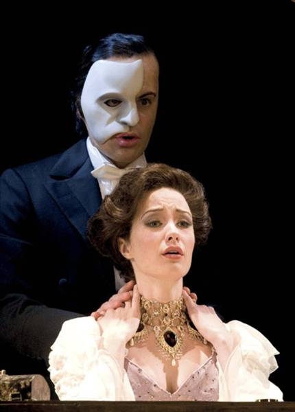 Ramin Karimloo (The Phantom) and Sierra Boggess (Christine Daaé). Photo credit: Catherine Ashmore.