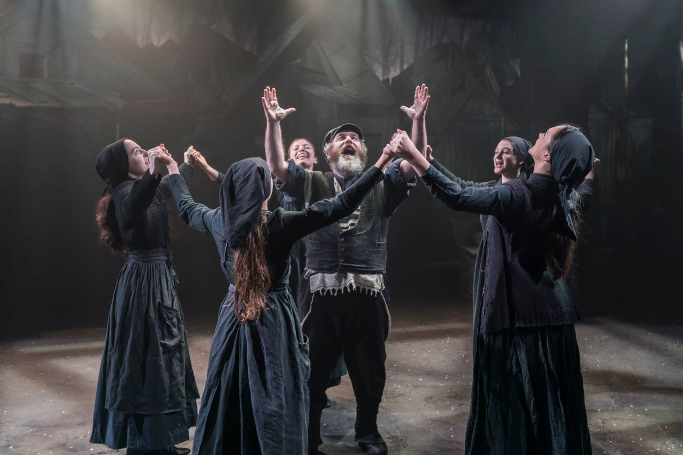 Sold-out Menier play Fiddler on the Roof transfers to the Playhouse Theatre
