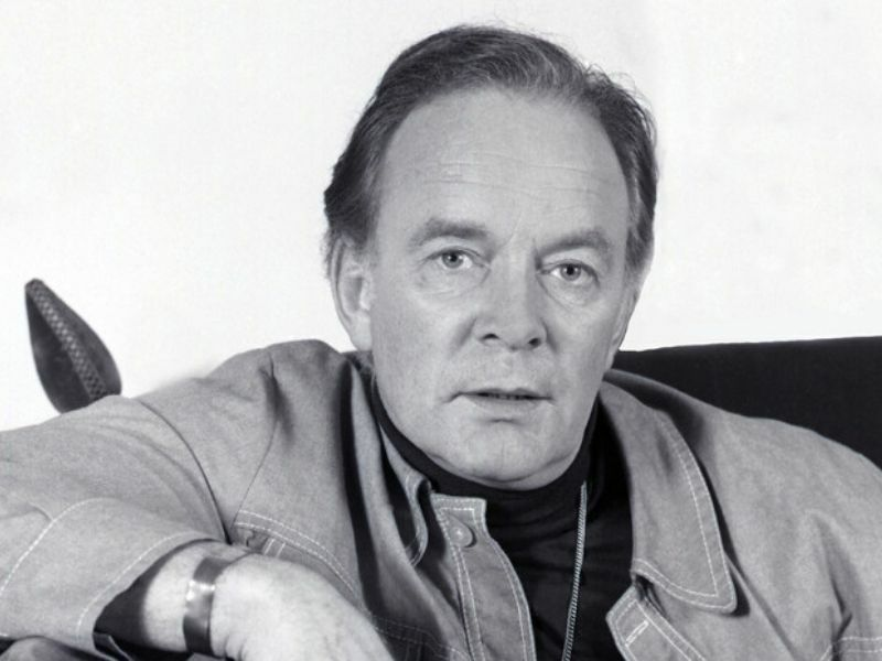 Legendary actor Tony Britton dies at age 95